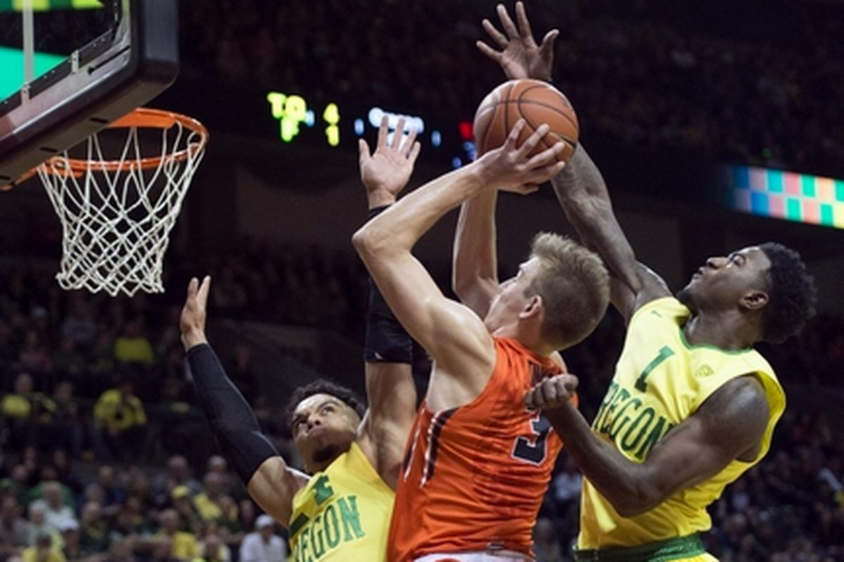 Tres Tinkle tossed in 23 points, but he and the rest of the Beavers found the going tough against the high flying Ducks all night.