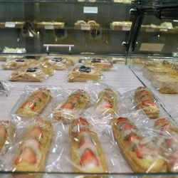 ↑ We pick up some of these fruit-filled pastries to go.