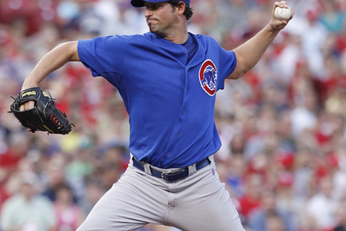 Doug Davis of the Chicago Cubs pitches against the Cincinnati Reds at Great American Ball Park in Cincinnati, Ohio. (Photo by Joe Robbins/Getty Images)