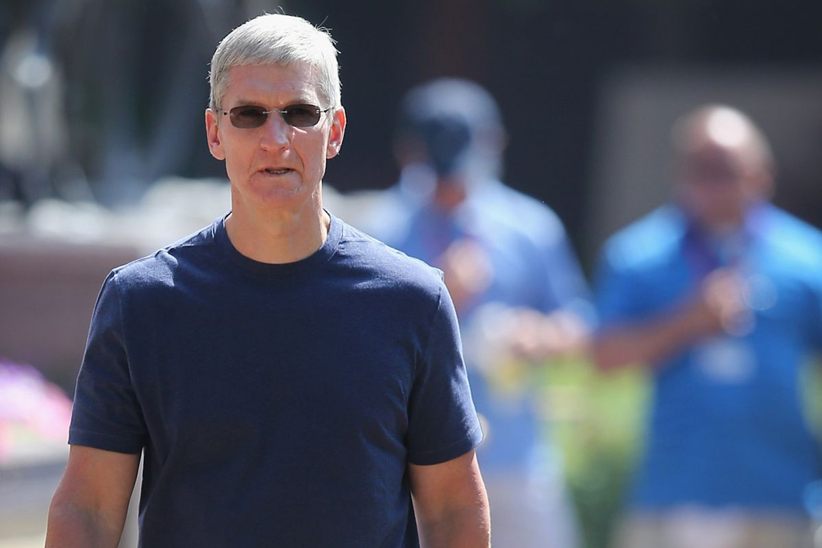 Apple CEO Tim Cook shows off some baggy pants