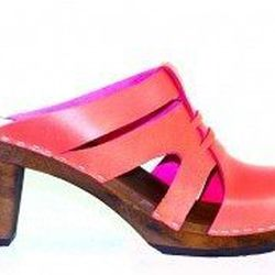 """<a href=""""http://www.convertstyle.com/shoes/maguba"""">Maguba</a>, made in Sweden from Sustainable woods"""