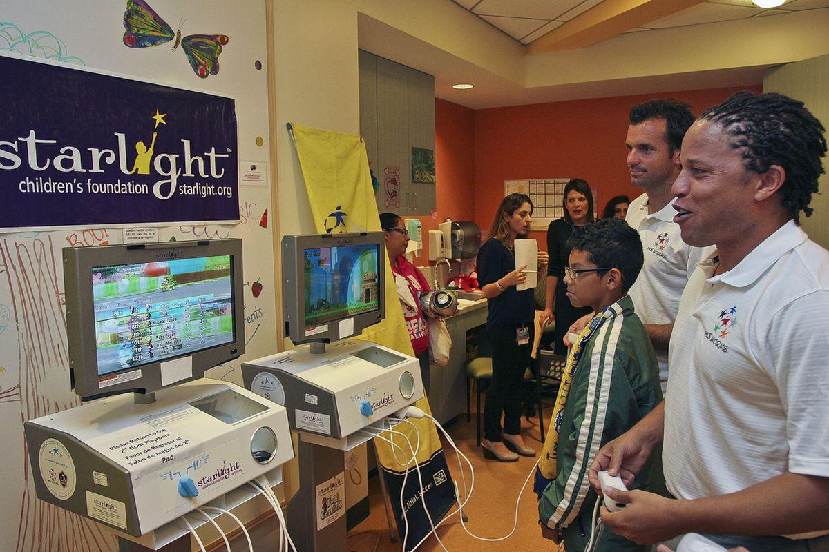 Cobi Jones at Los Angeles Childrens Hospital. Photo source: MLSSoccer.com