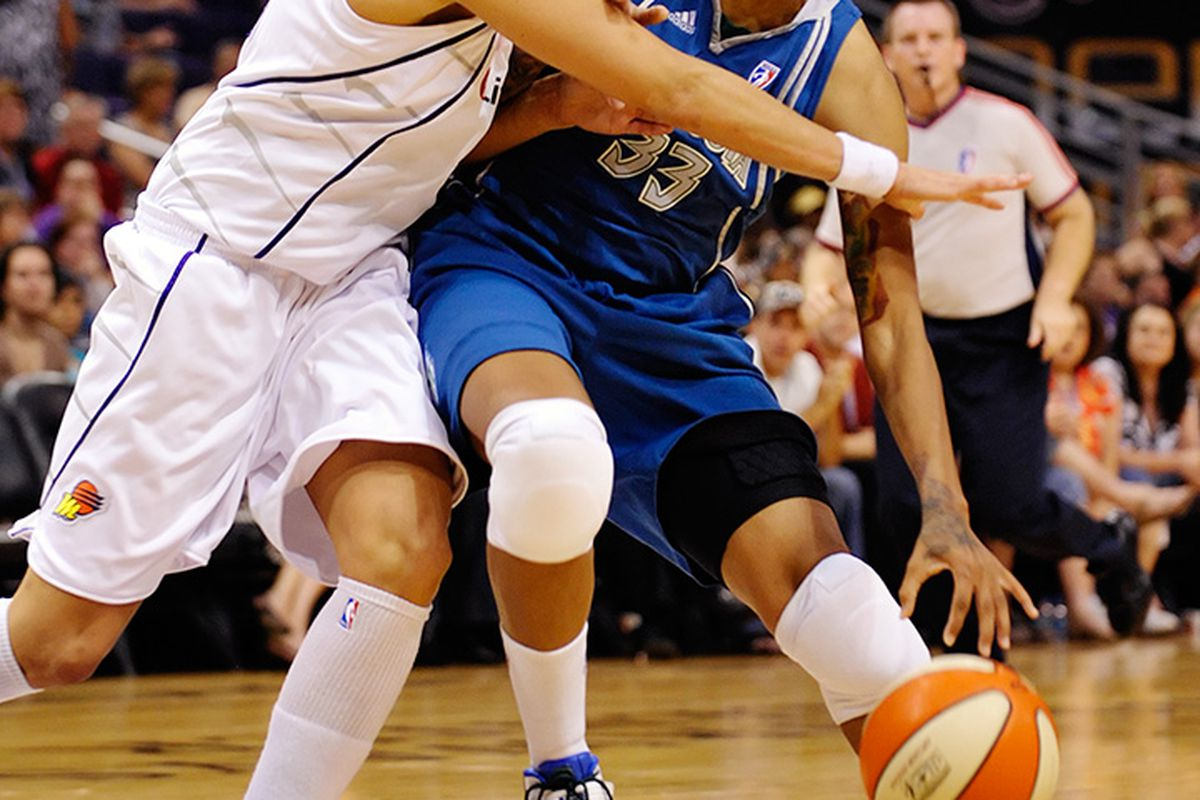 Seimone Augustus injures her left knee on a this play during the second quarter of the Minnesota Lynx game against the Phoenix Mercury. June 17, 2009. Phoenix, AZ. Photo by Max Simbron