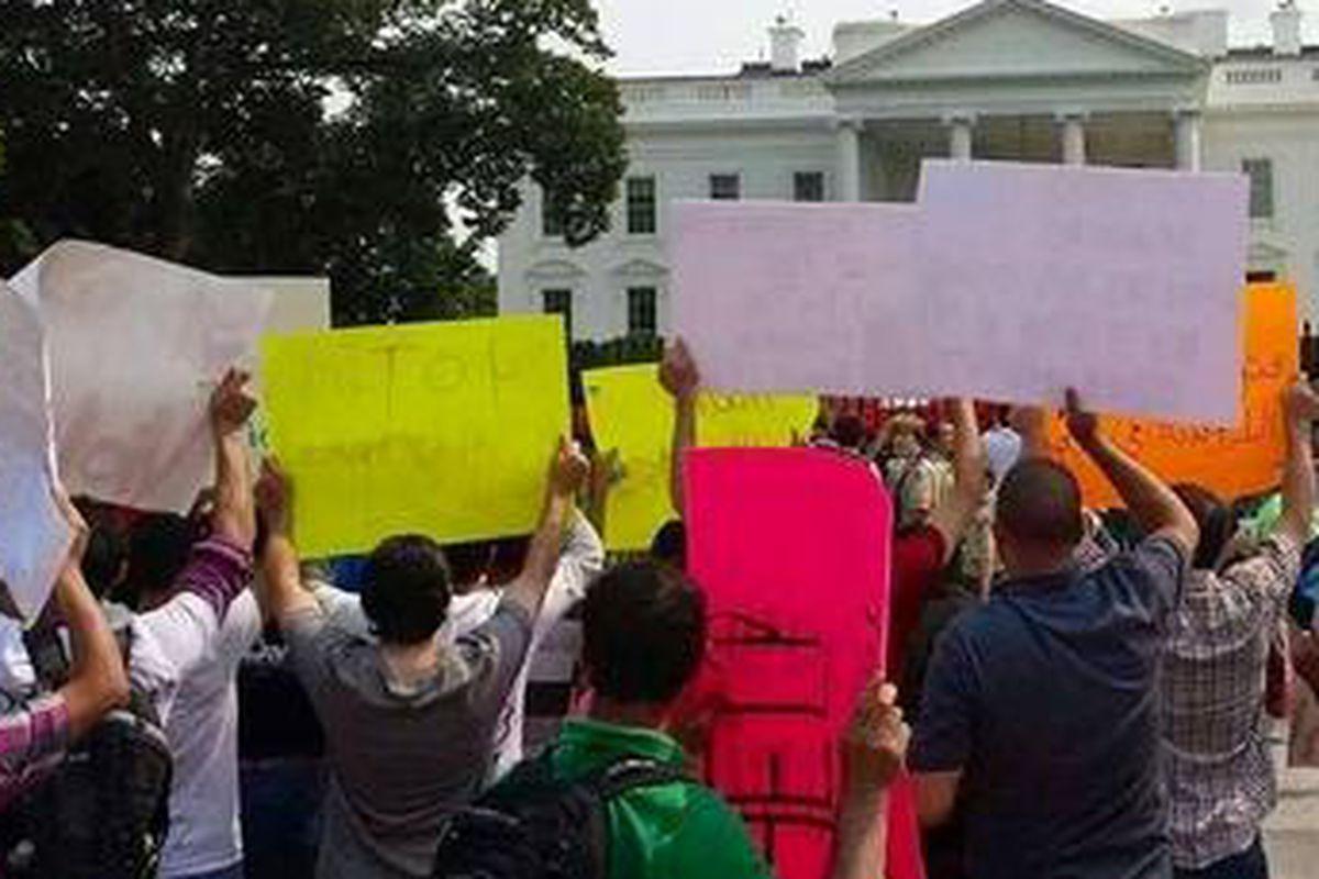 Yazidis protest outside the White House Thursday.