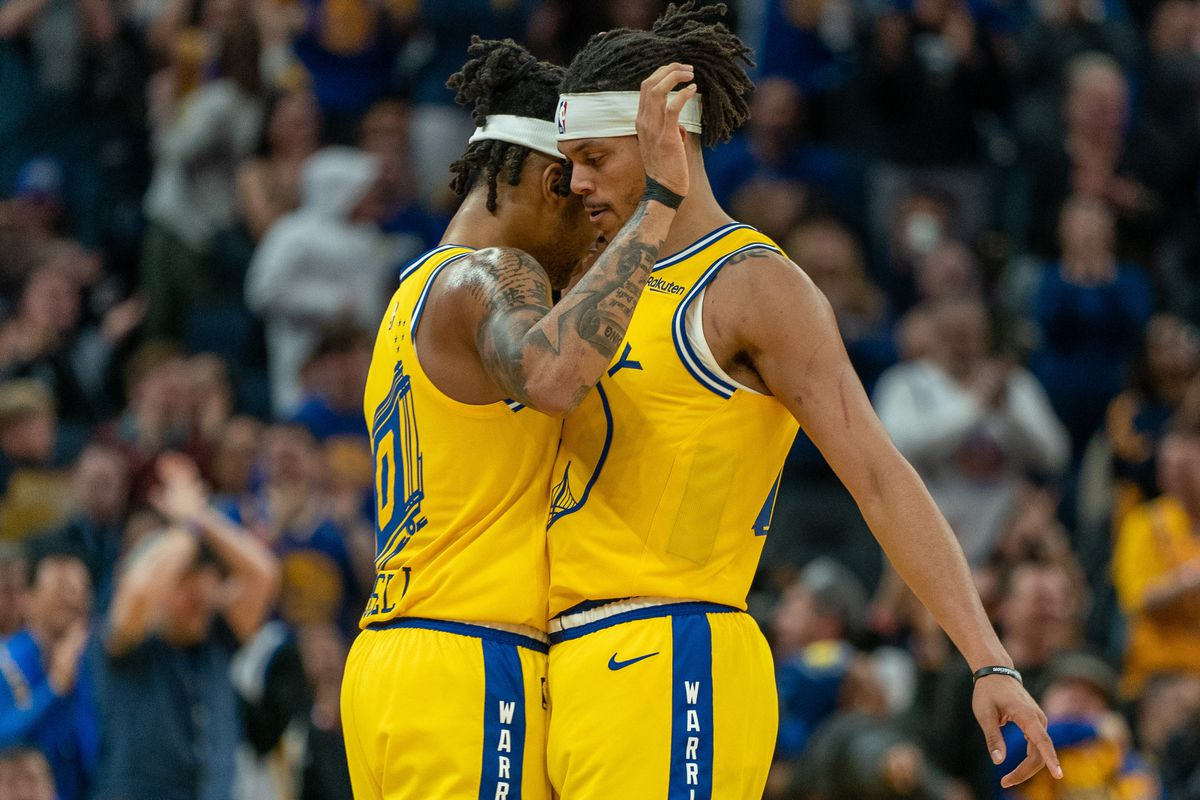 Golden State Warriors guard Damion Lee and Golden State Warriors guard D'Angelo Russell celebrate after the basket during the fourth quarter against the Phoenix Suns at Chase Center.
