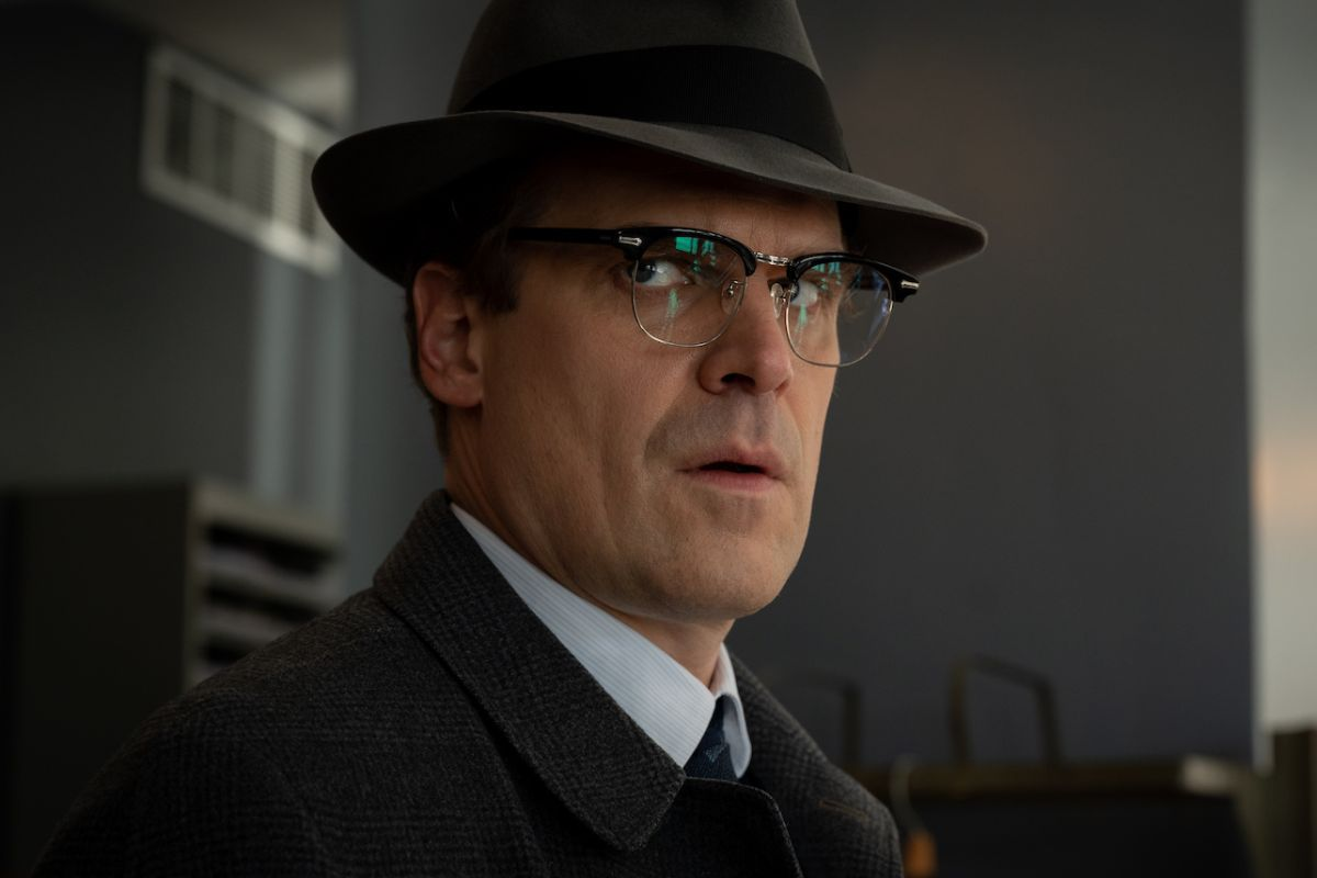 A picture of David Harbour wearing a hat from the 1950s.