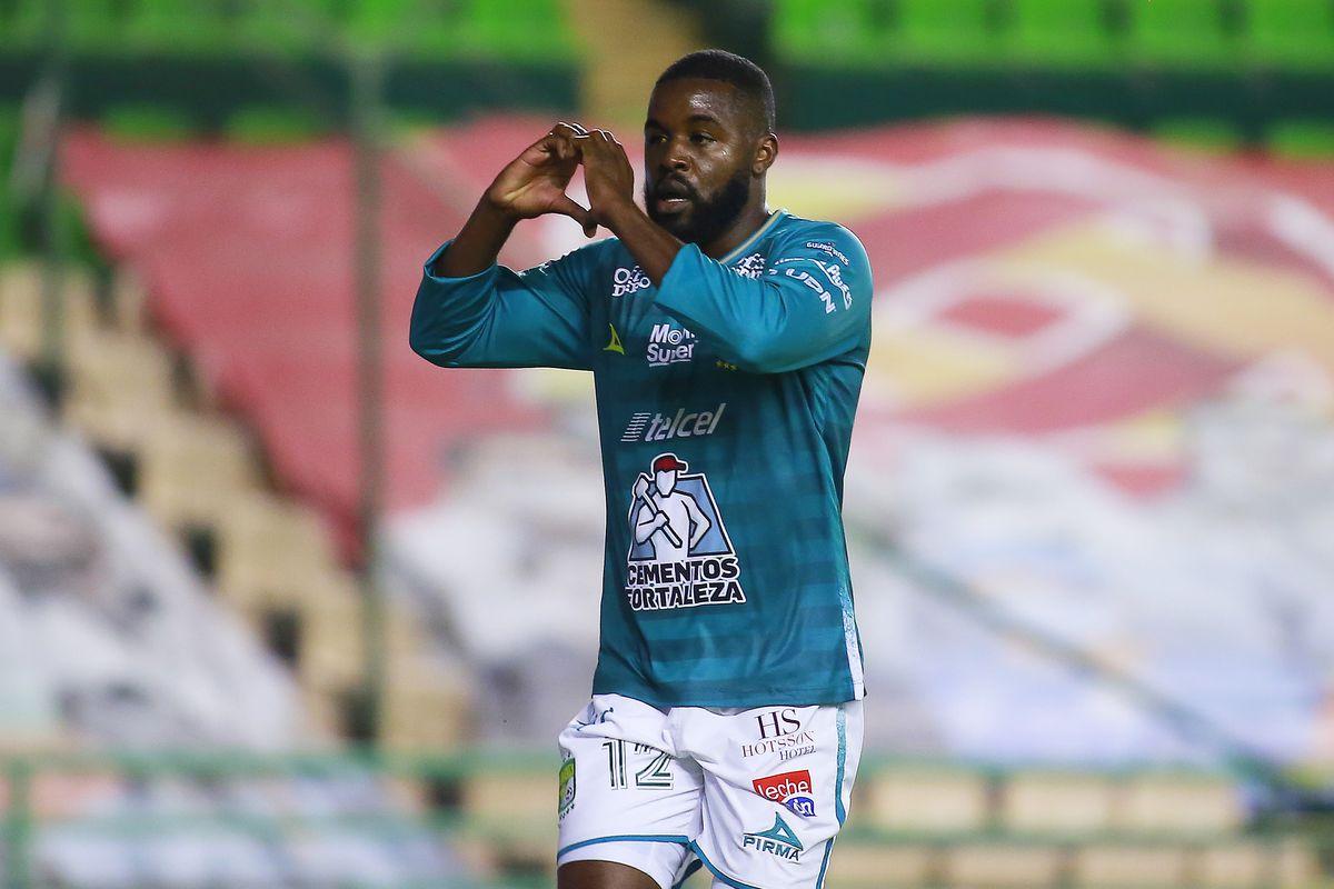 Leon v Chivas - Playoffs Torneo Guard1anes 2020 Liga MX