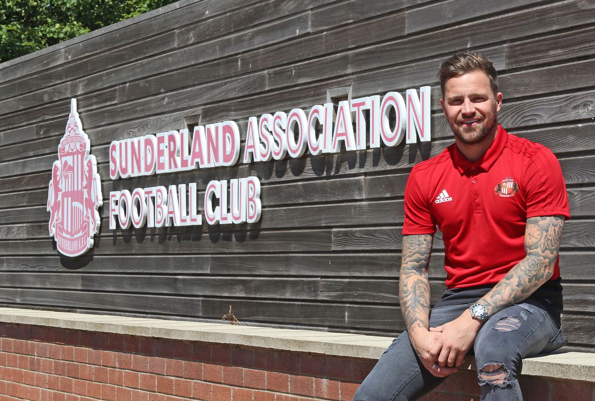 Sunderland Unveil New Signing Chris Maguire