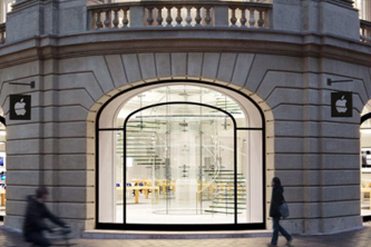 "Photo via <a href=""http://www.slashgear.com/apple-told-to-make-several-changes-to-san-francisco-retail-store-design-29288533/"">SlashGear</a>"