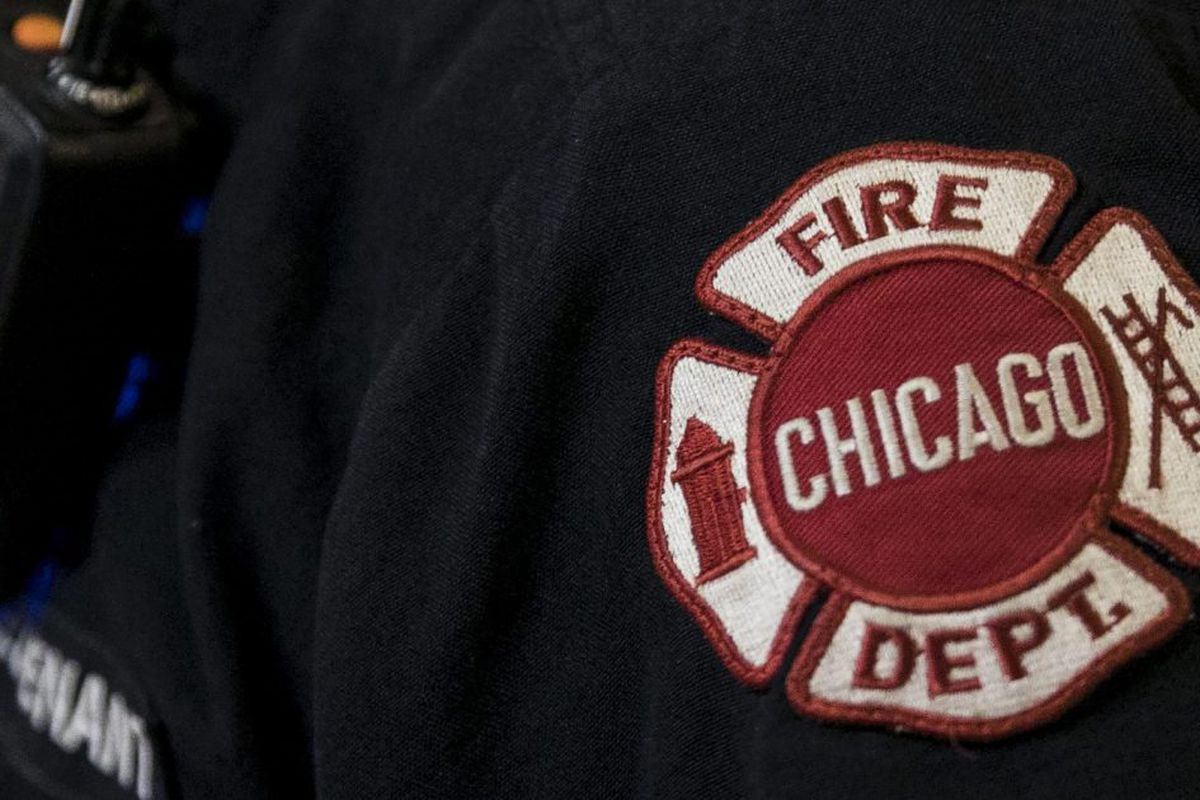 Fire at West Town apartment building displaces 3