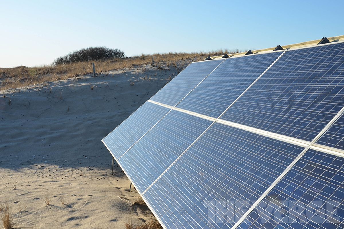 Creating Test for Trump, Panel Says Imported Solar Gear Hurts US Firms