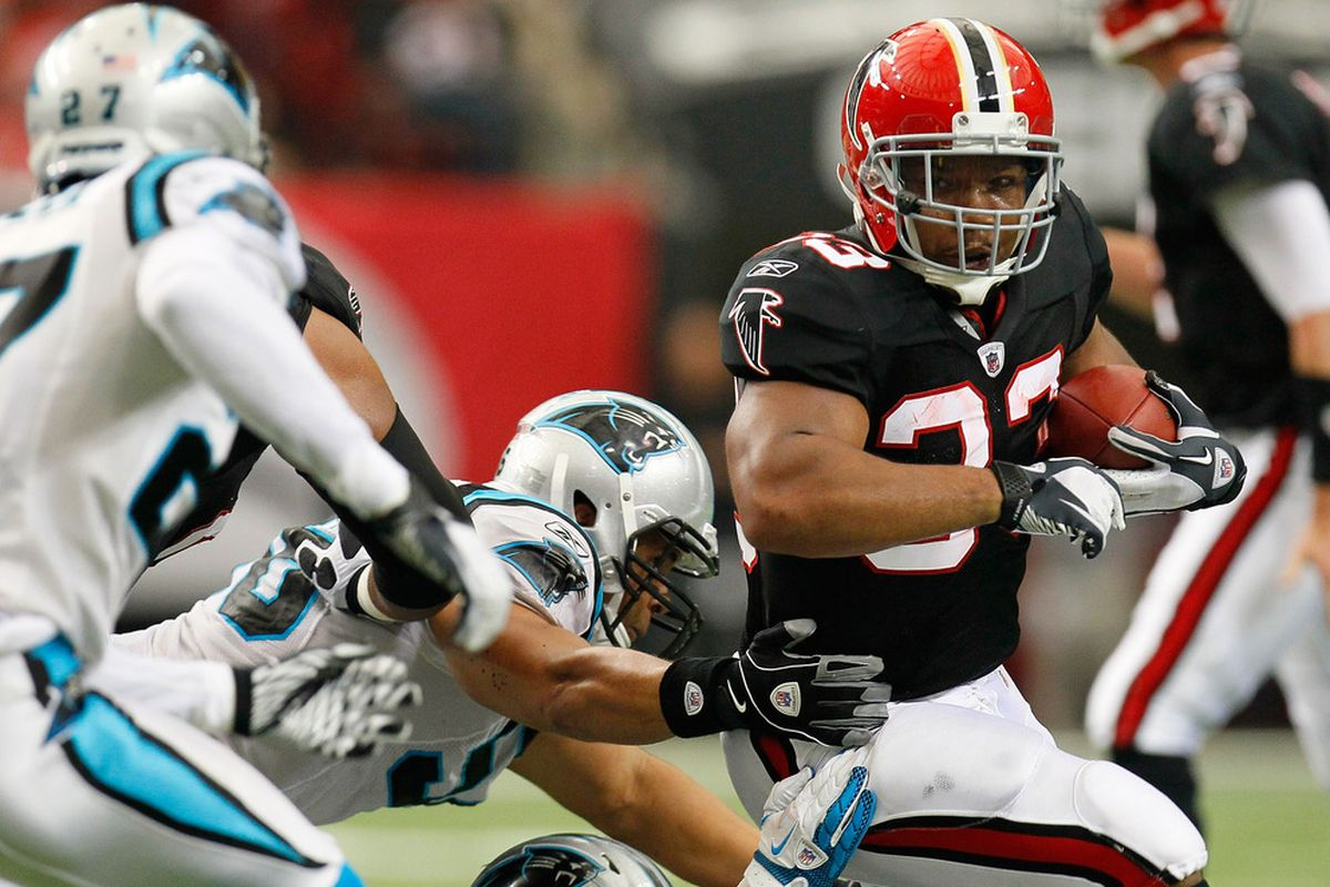 ATLANTA, GA - OCTOBER 16:  Matt Ryan #2 of the Atlanta Falcons reacts just before the touchdown signal is given against the Carolina Panthers at Georgia Dome on October 16, 2011 in Atlanta, Georgia.  (Photo by Kevin C. Cox/Getty Images)
