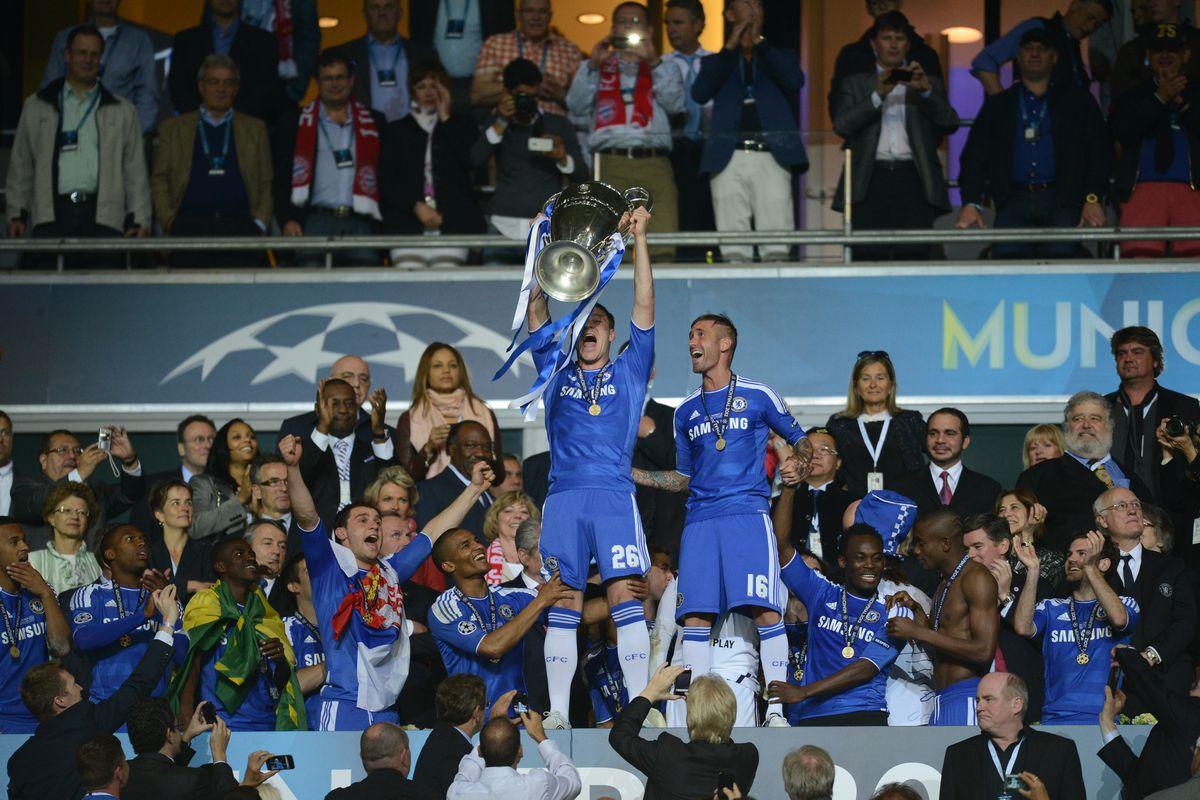 Chelsea's British defender John Terry (C