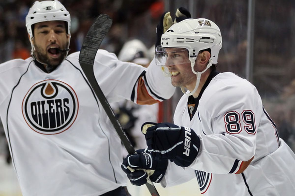 Sam Gagner shows the kids how to intimidate others. The mouthguard is the key.