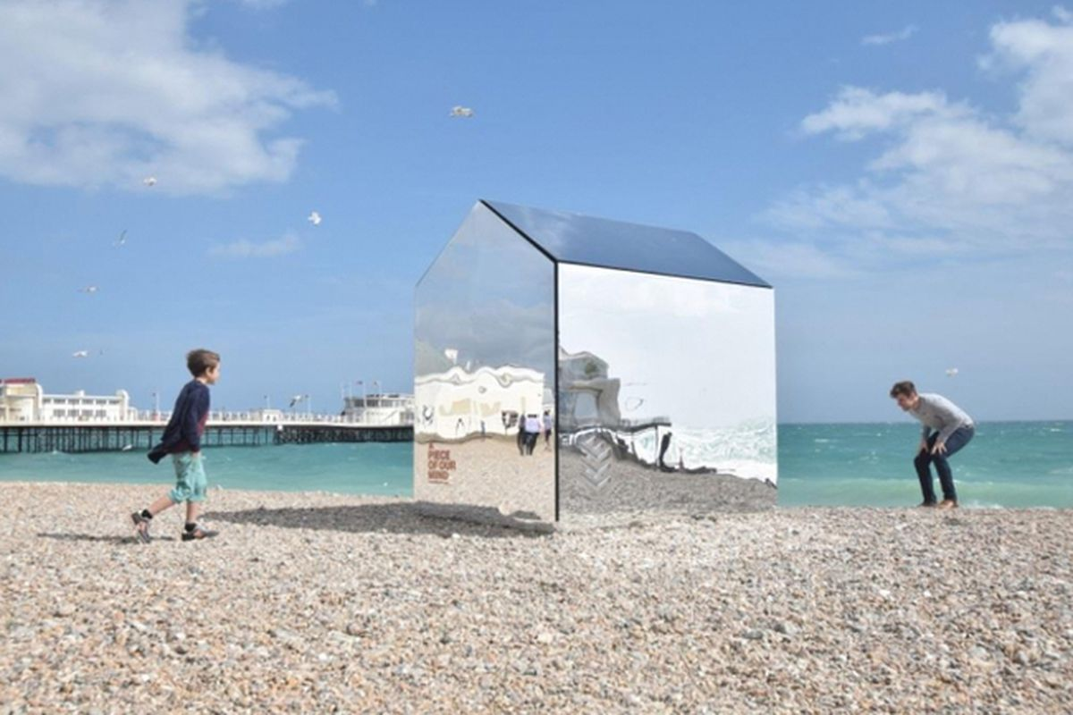 """All photos courtesy of <a href=""""http://www.ecearchitecture.com/"""">ECE Architecture</a> via <a href=""""http://inhabitat.com/mirrored-beach-hut-reflects-natures-beauty-and-beachgoers-curiosity-in-sussex/"""">Inhabitat</a>."""