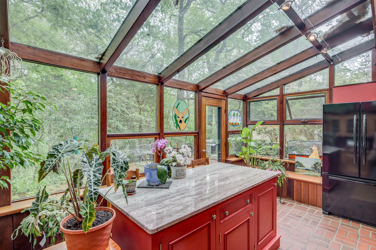 Malcolm Wells-designed home in Cherry Hill seeks $619K - Curbed Philly