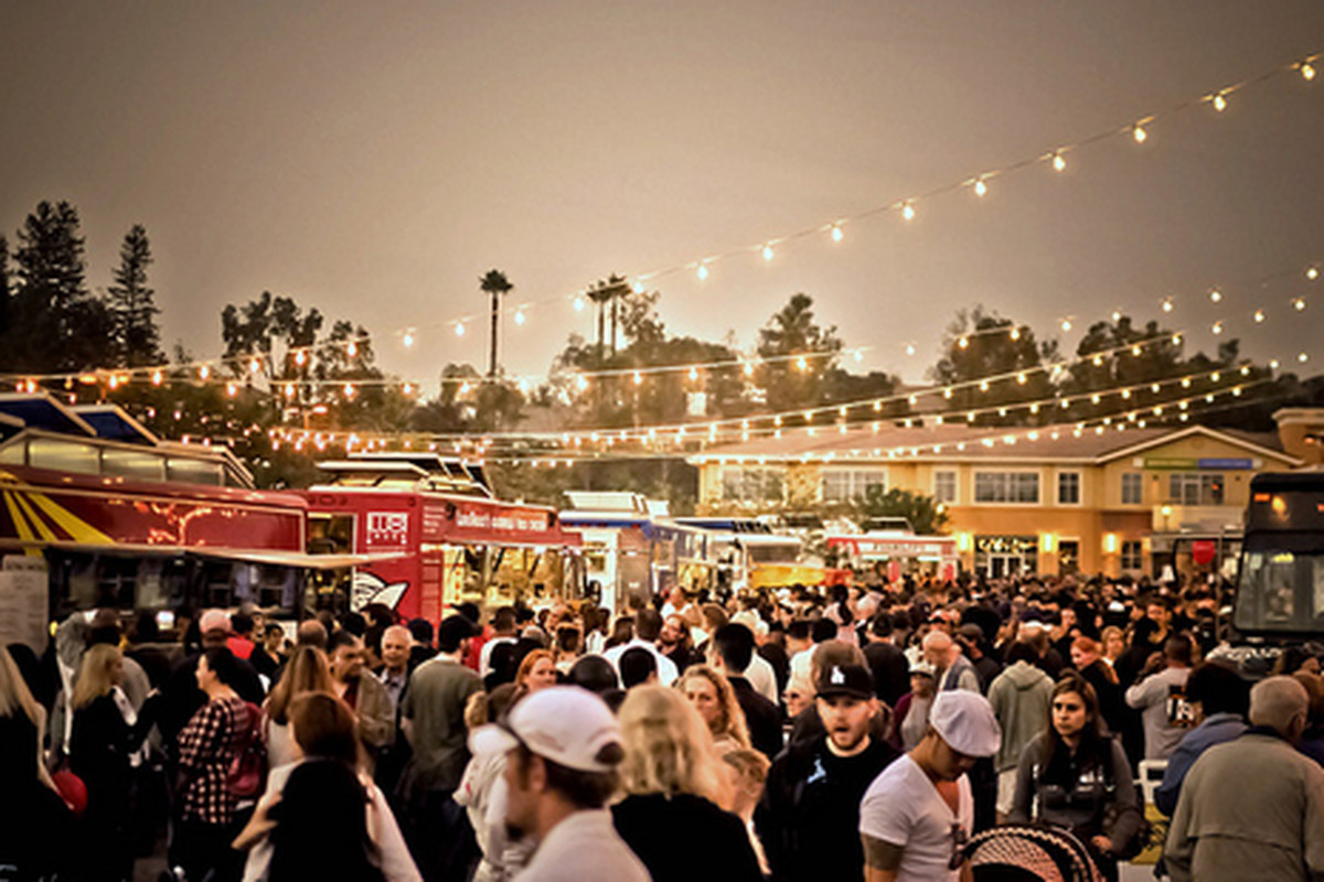 Awesometown gourmet food truck fest, Valencia. .