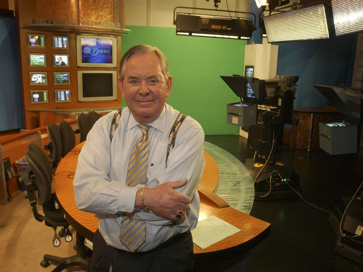 Joel Daly at WLS-TV's studio in the Loop in 2005, the year he retired after 40 years at the Chicago ABC station.