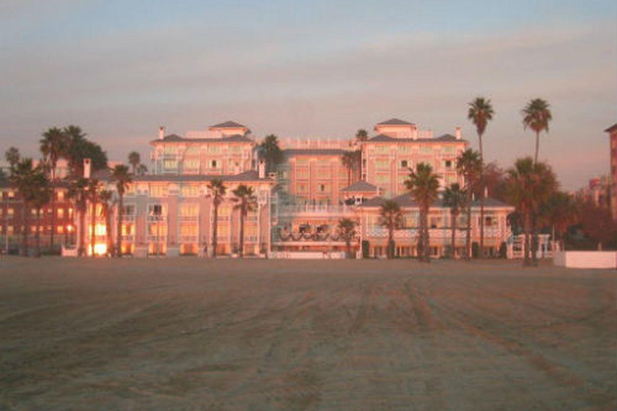 "Shutters on the Beach. Photo via <a href=""http://asymptotia.com/2006/12/15/out-west/"">Asymptotia</a>."