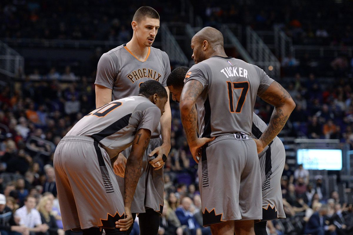Do these gray unis make look fat?