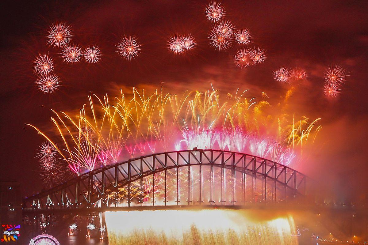 Sydney Celebrates New Year's Eve 2017