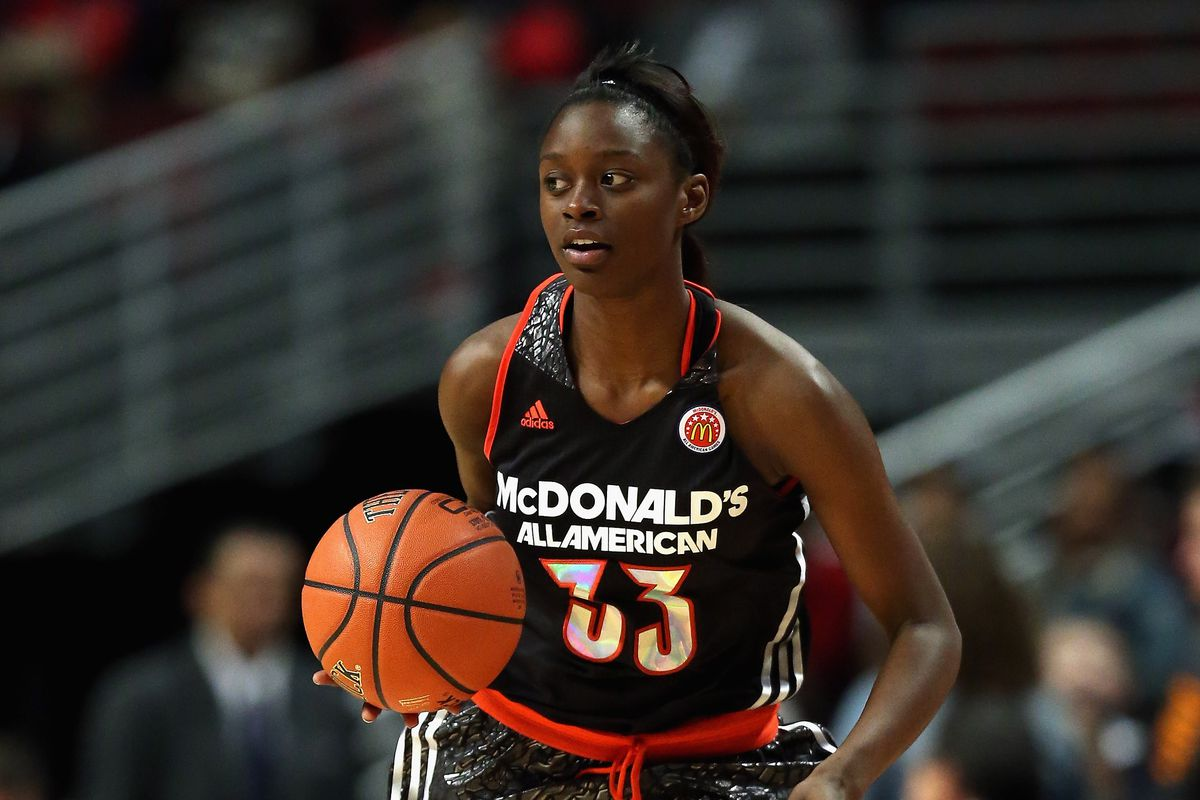 Gabby Green looks a million times better in blue and gold. Why does McDonald's hate fashion?!