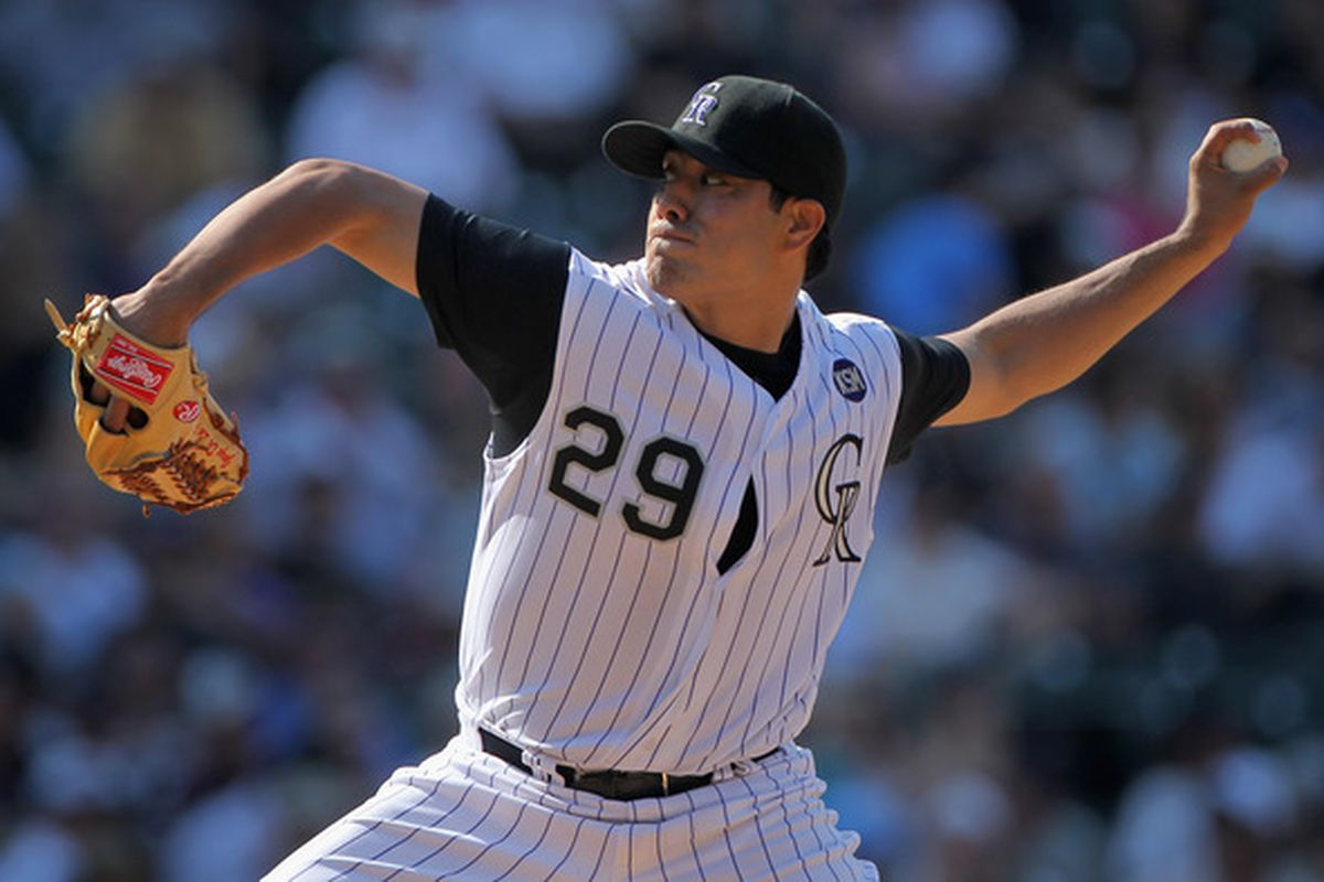 Rockies' lefty Jorge De La Rosa (#29) will reportedly stay in Colorado. The Washington Nationals are said to have made an offer to the free agent starter. (Photo by Doug Pensinger/Getty Images)