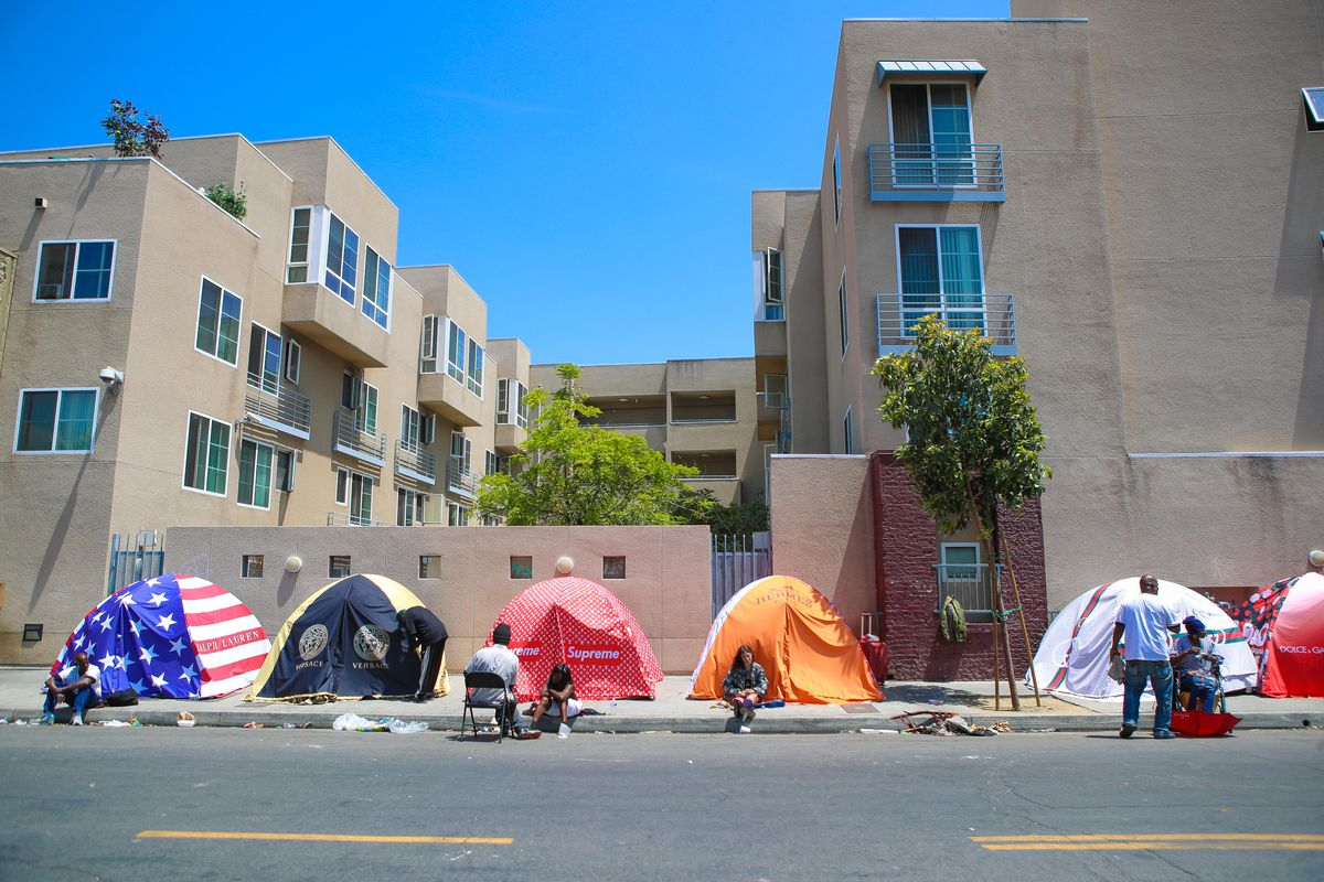 """British Artist Chemical X Unveils His Controversial """"Skid Rodeo Drive"""" Initiative In The Homeless Ghetto Of Skid Row Los Angeles"""