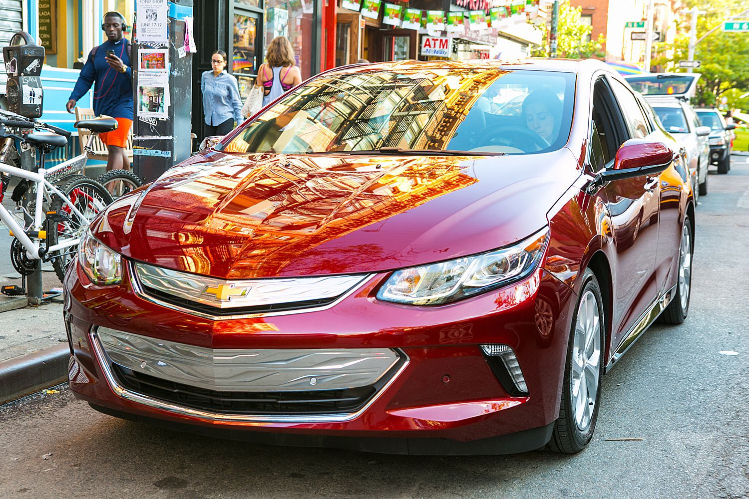 The 2017 Chevy Volt Makes Plug In Hybrids Feel Normal Verge Gas 04