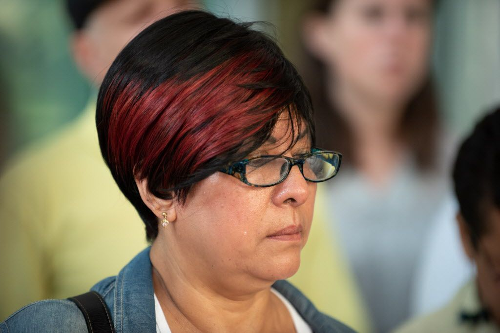 Gloria Barrera stands at a press conference in Chicago, IL on August 3, 2018. | Colin Boyle | Sun-Times