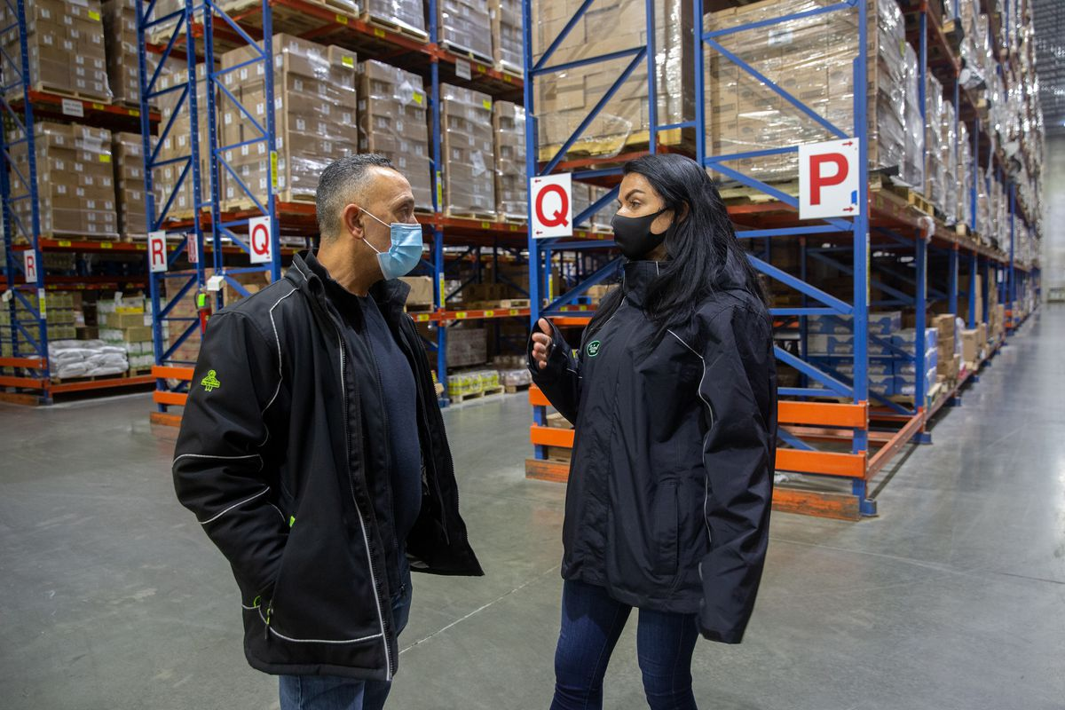 Driscoll VP of Operations Sara Kenyon speaks with warehouse manager Monte Santana.