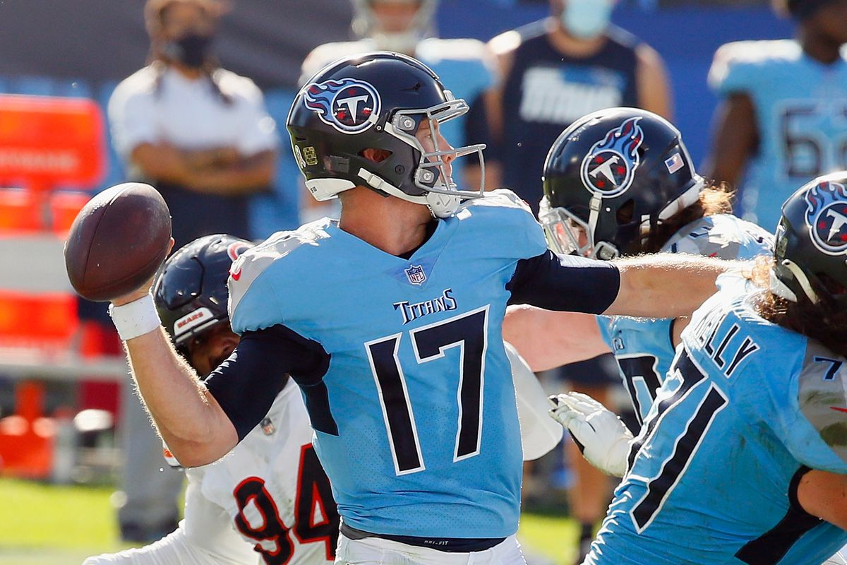 Ryan Tannehill #17 of the Tennessee Titans throws a pass to A.J. Brown #11 for a first half touchdown against the Chicago Bears at Nissan Stadium on November 08, 2020 in Nashville, Tennessee.