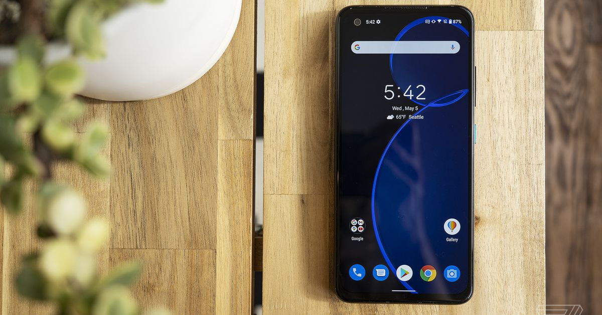 Asus' pocket-sized Zenfone 8 arrives in the US for $629