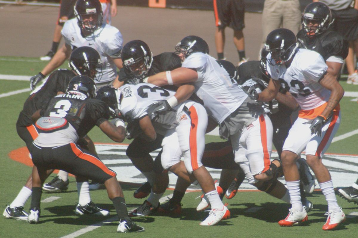 Malcolm Agnew threw himself right into the mix at running back for Oregon St. in Thursday's scrimmage.  <em>(Photo by Andy Wooldridge)</em>