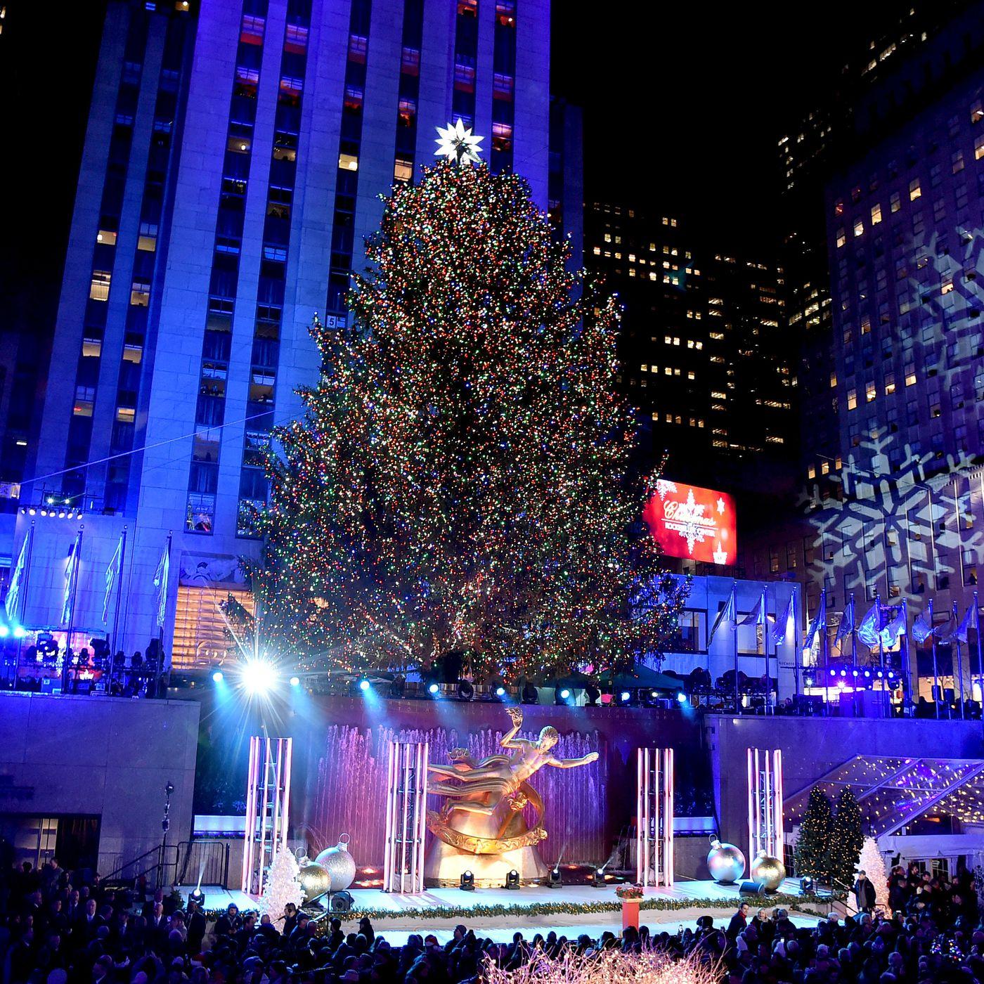 Christmas In New York.Rockefeller Center Christmas Tree Lighting 2018 Street