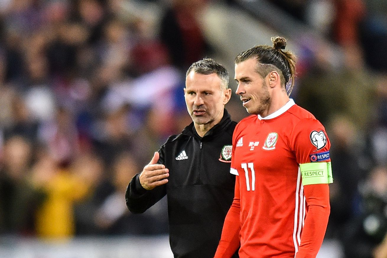 Ryan Giggs publicly supports Bale after banner controversy
