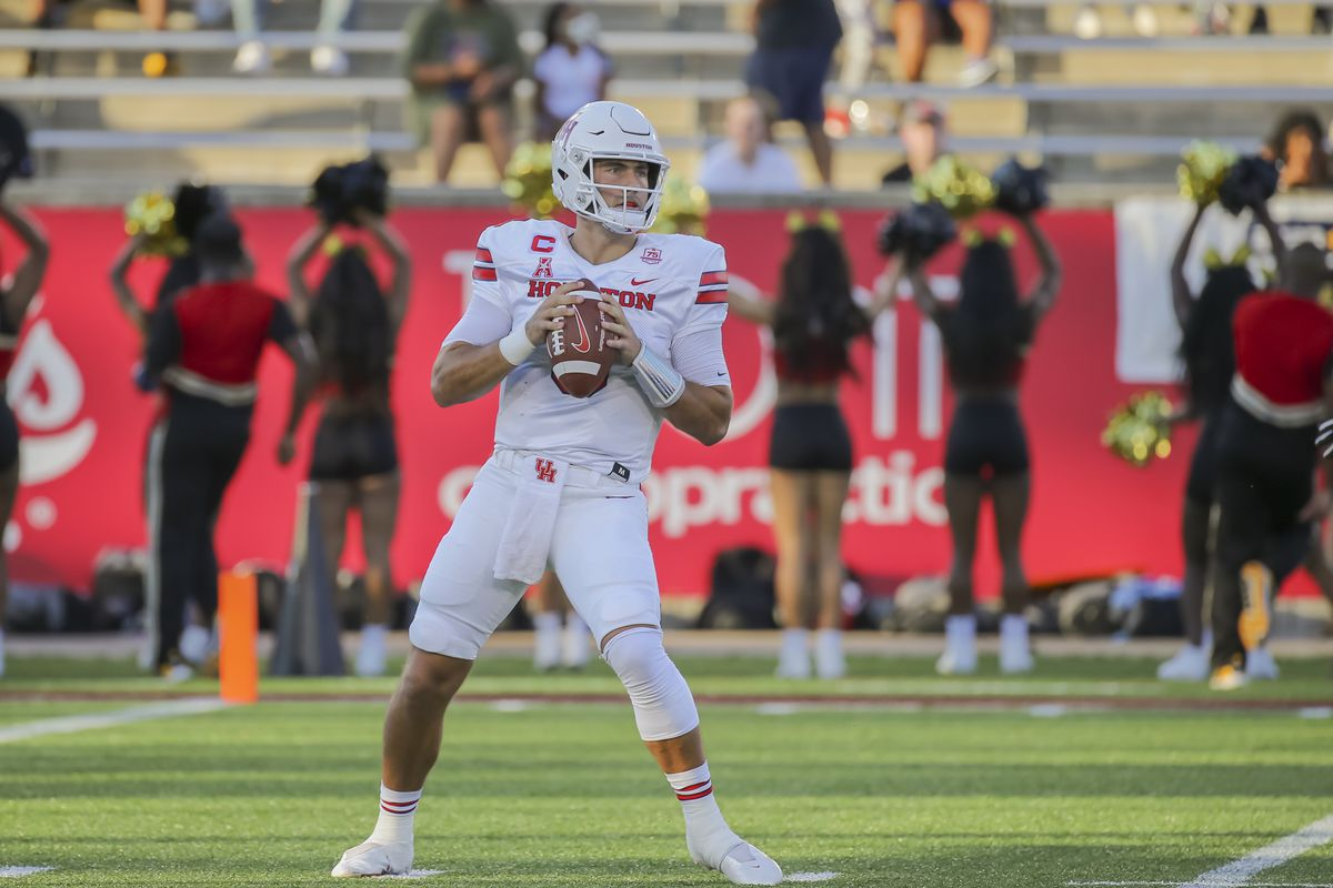 Houston Cougars quarterback Clayton Tune looks for an open receiver during the college football game between the Grambling State Tigers and Houston Cougars on September 18, 2021 at TDECU Stadium in Houston, Texas.