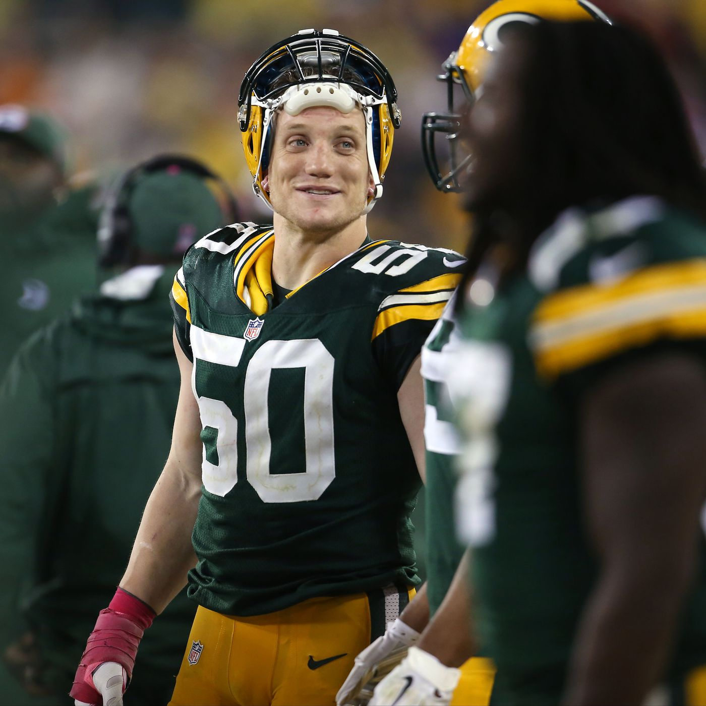 info for a9c40 cd290 Ohio State great A.J. Hawk officially retires from the NFL ...