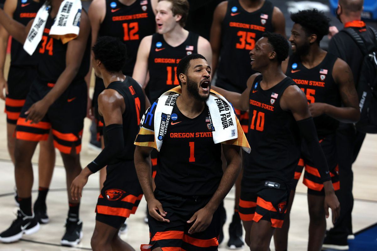 Oregon State Beavers players celebrate after defeating the Tennessee Volunteers in the first round of the 2021 NCAA Tournament at Bankers Life Fieldhouse.