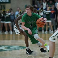 Notre Dame's Jimmy Murphy (4) dribbles the ball into the paint against St, Patrick, Friday 02-08-19. Worsom Robinson/For the Sun-Times.