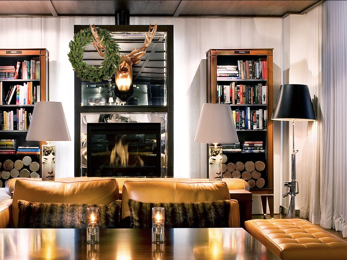A cozy dining room at Tres by José Andrés.