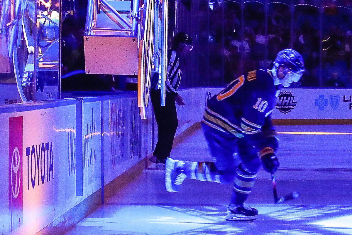 NHL: NOV 14 Hurricanes at Sabres