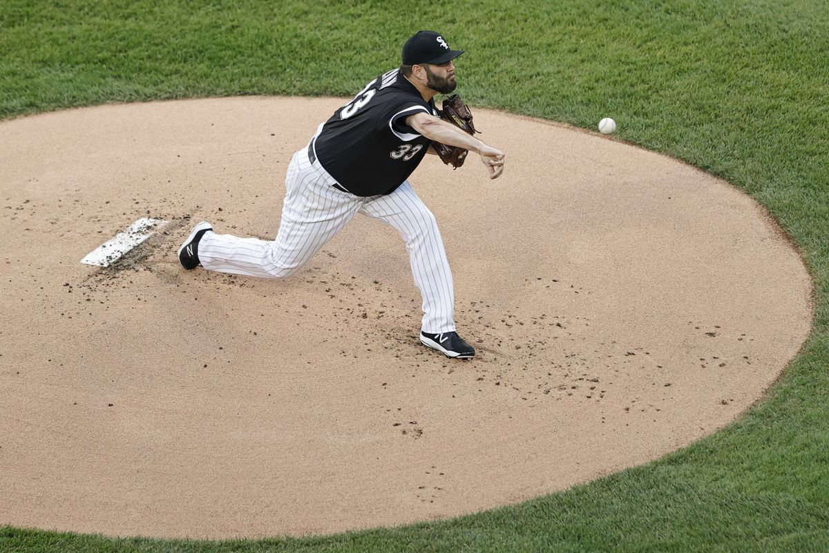 Chicago White Sox starting pitcher Lance Lynn (33) delivers a pitch against the Detroit Tigers during the first inning at Guaranteed Rate Field.