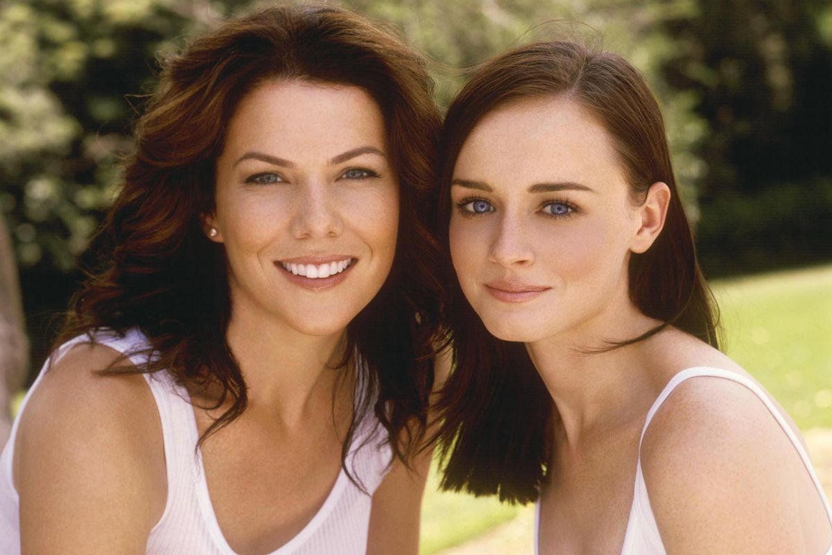 Why Everyone On Gilmore Girls Talks A Mile Minute