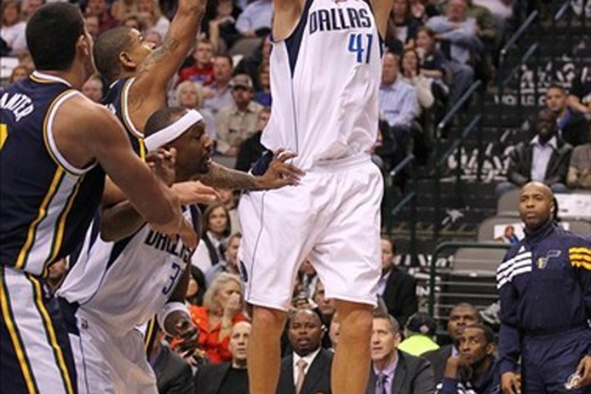 Not even Jason Terry could mess up Dirk's great night. Mandatory Credit: Matthew Emmons-US PRESSWIRE