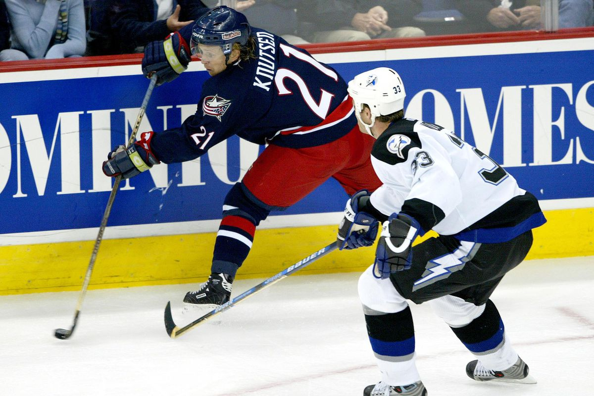 Knutsen and Modin battle for the puck