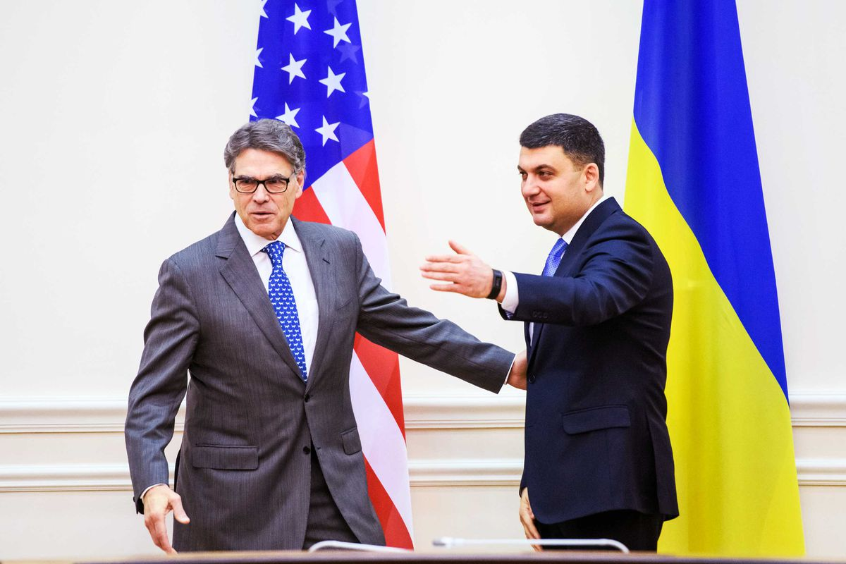 Energy Secretary Rick Perry meets with then- Prime Minister of Ukraine Volodymyr Groysman.