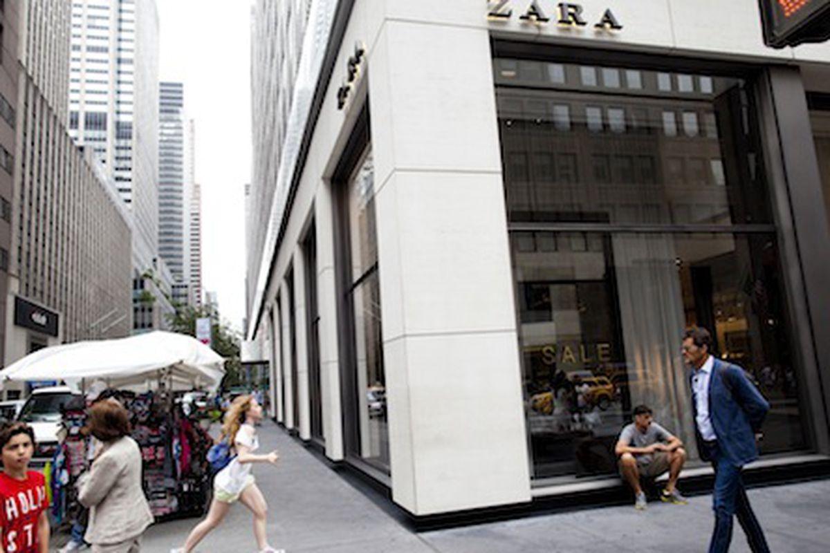 Zara on Fifth Avenue. Photo by Brian Harkin