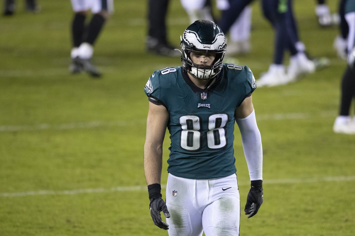 Dallas Goedert of the Philadelphia Eagles walks to the locker room after the game against the Seattle Seahawks at Lincoln Financial Field on November 30, 2020 in Philadelphia, Pennsylvania.