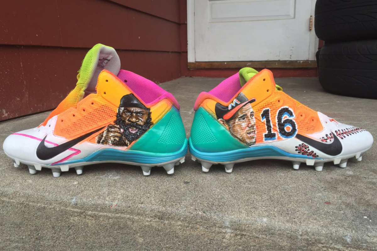 Steelers At Dolphins Antonio Brown Shows Off Cleats Honoring